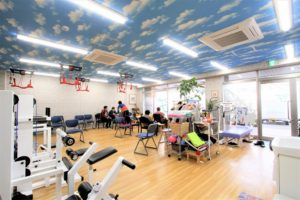鍼灸院増設工事③天井壁紙張り
