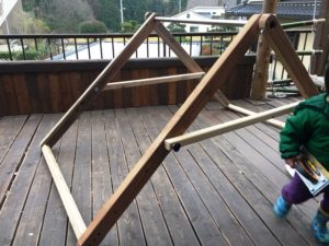 子ども大好き!自作の鉄棒